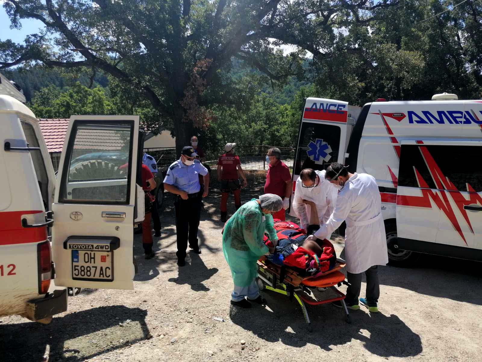 Планинската спасителна служба спаси лице врз кое паднало дрво при сеча кај Косел